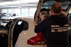 Ramen blinderen Volvo V40 in Delft voor de dealer Delft